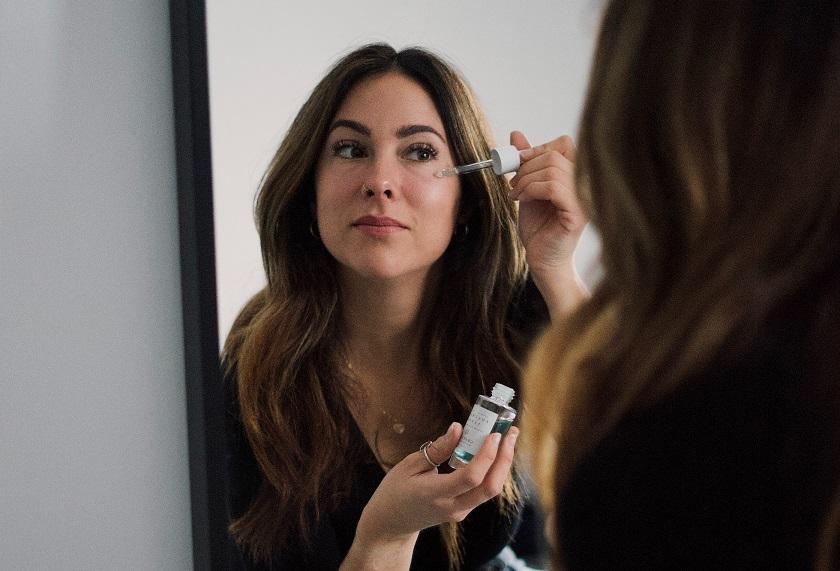 Poznaj korzyści ze stosowania serum do twarzy